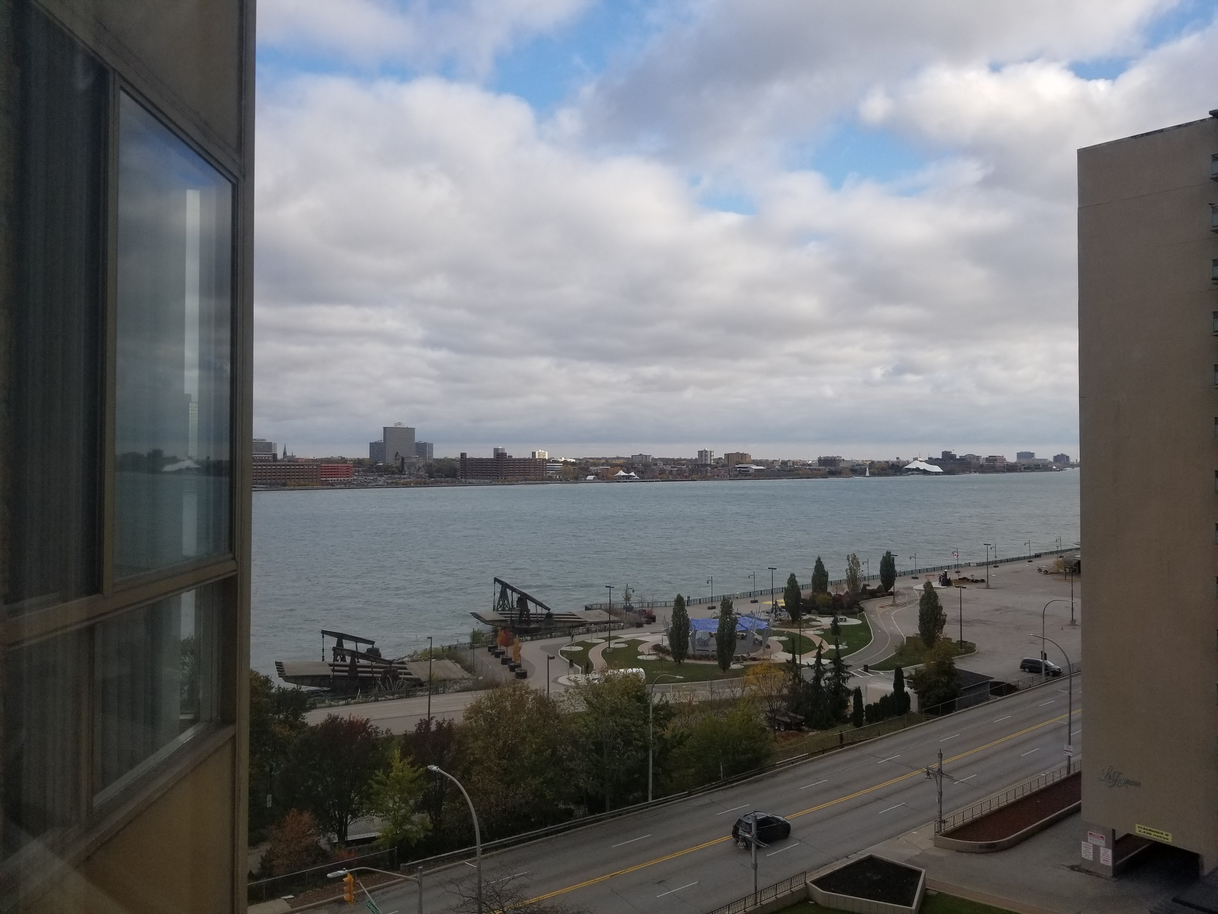BEAUTIFUL CONDO WITH BREATHTAKING WATER VIEWS ON RIVERSIDE DRIVE