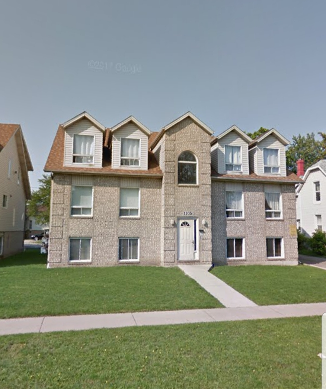 UPDATED 2nd FLOOR UNIT WITH 2 BEDROOMS IN DOWNTOWN WINDSOR