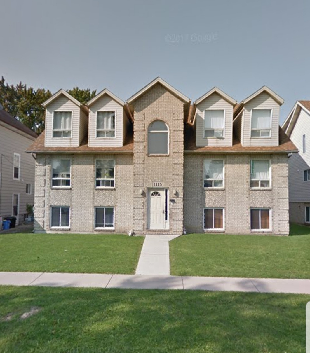 UPDATED UPPER WITH 2 BEDROOMS CLOSE TO DOWNTOWN WINDSOR