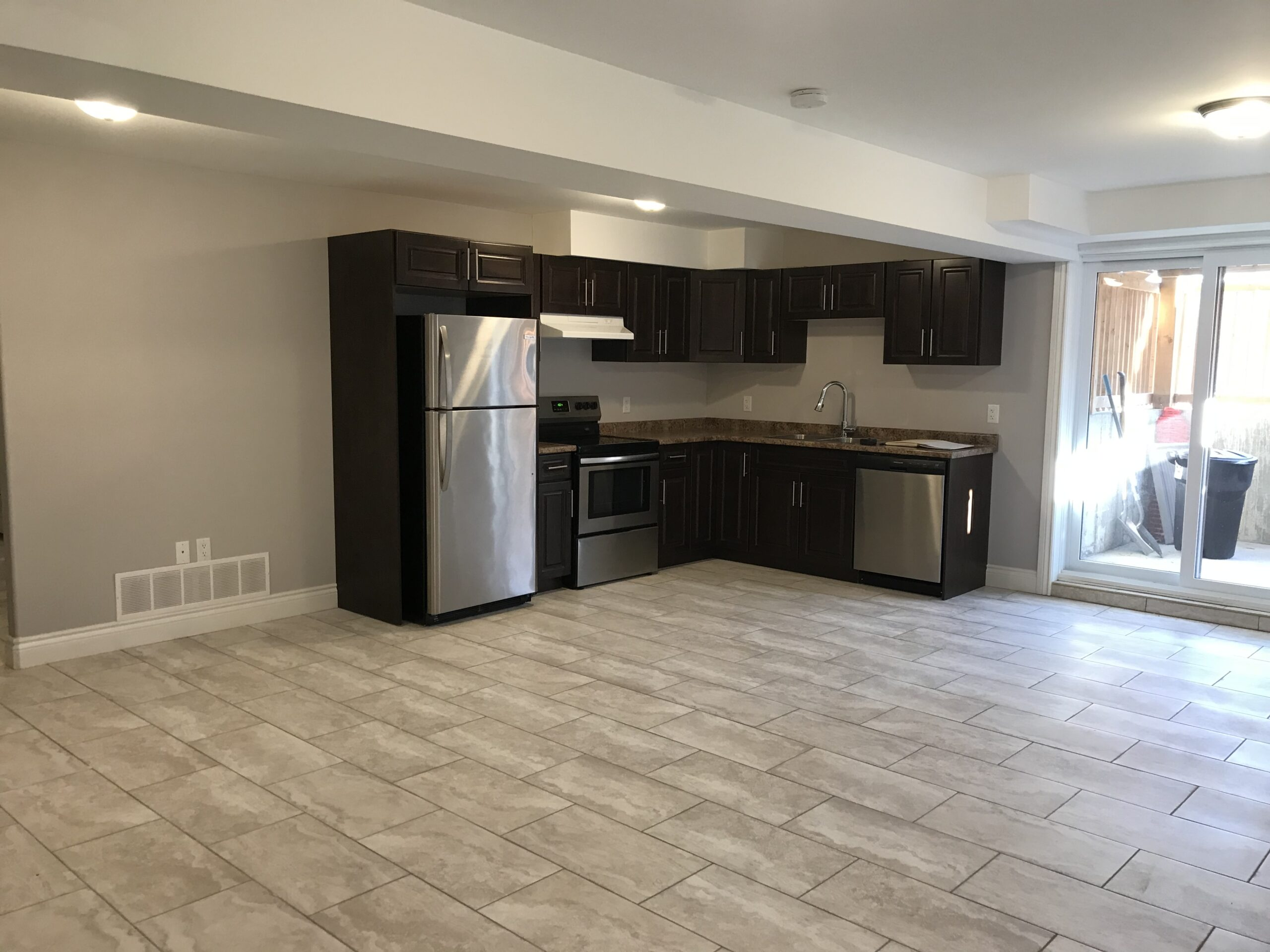 BRAND NEW LOWER LEVEL SUITE IN PRIME AREA OF SOUTH WINDSOR