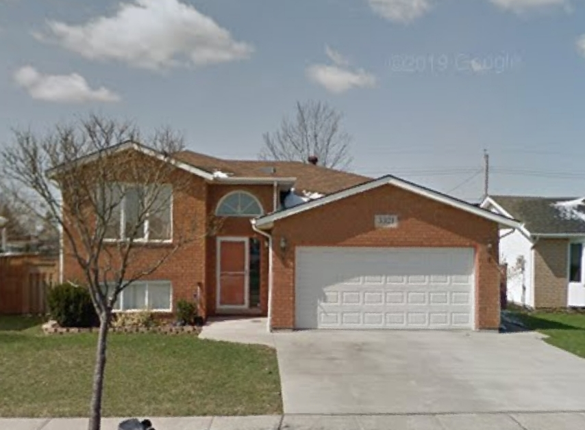 LOOKING FOR A WINDSOR LOCATION CLOSE TO AMENITIES? LOWER LEVEL SUITE IN DEVONSHIRE HEIGHTS