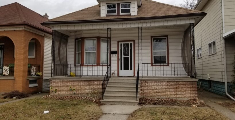 UPDATED FAMILY HOME WITH 2 KITCHENS & GARAGE IN WALKERVILLE