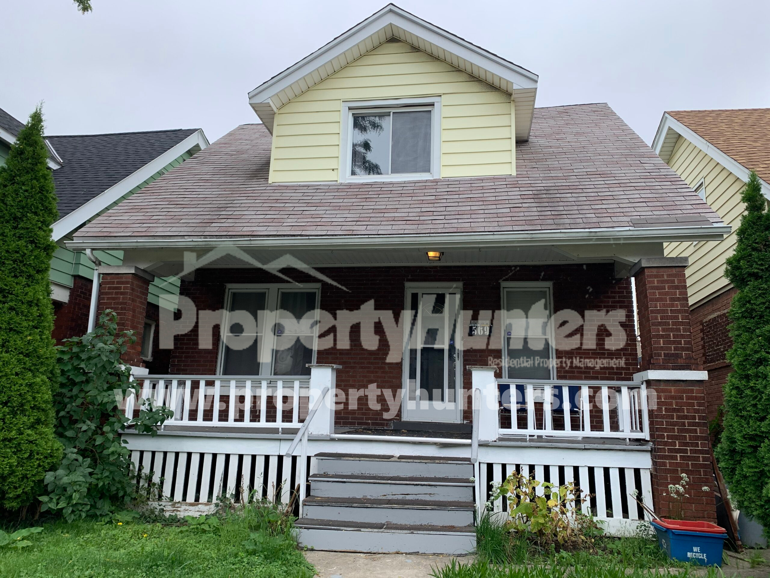 DOWNTOWN DUPLEX AVAILABLE FOR RENT TO EXTENDED FAMILY OR SEPARATE UNITS