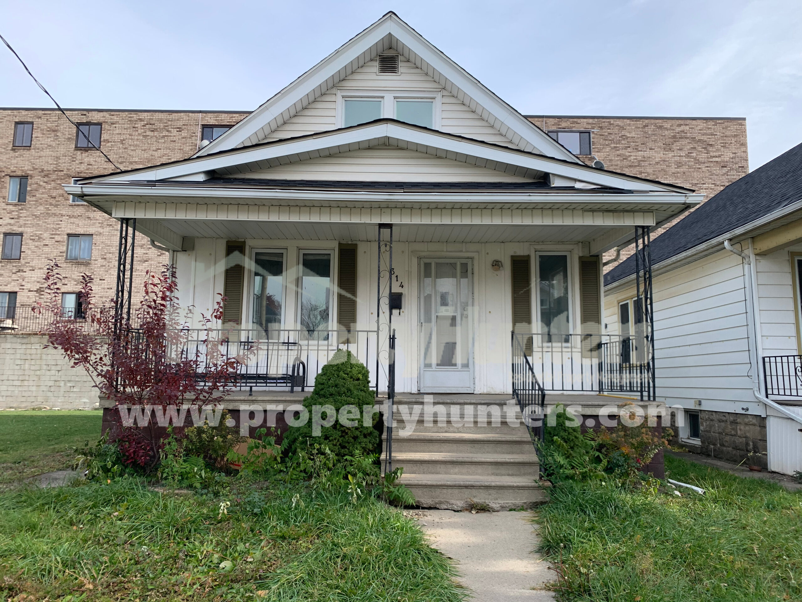 TOTALLY RENOVATED BUNGALOW WITH PLENTY OF LIGHT ON WEST END
