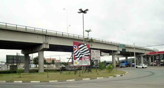Viaduto em Mogi das Cruzes SP