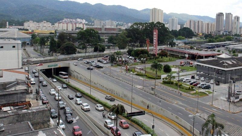 """Passagem subterrânea Engenheiro Osvaldo Crespo de Abreu - """"Buraco do Padre"""" - Mogi das Cruzes SP"""