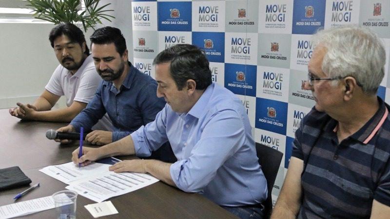 Prefeito Marcus Melo assina editais do Profac