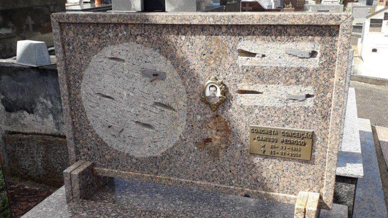 Túmulo roubado - Cemitério São Salvador