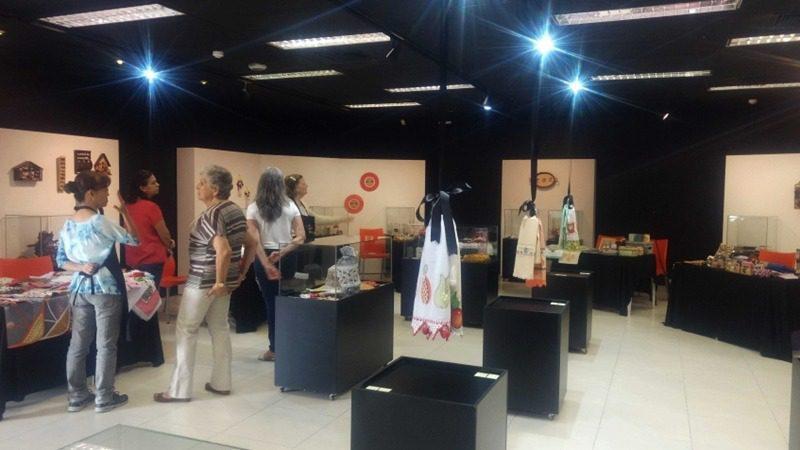 Mostra de artesãos no Centro Cultural de Mogi