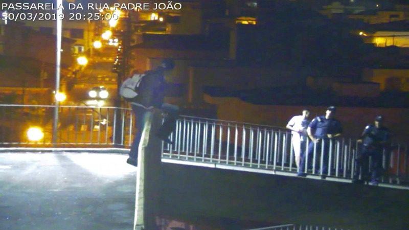 Tentativa de suicídio - Passarela Rua Padre São João - Mogi das Cruzes