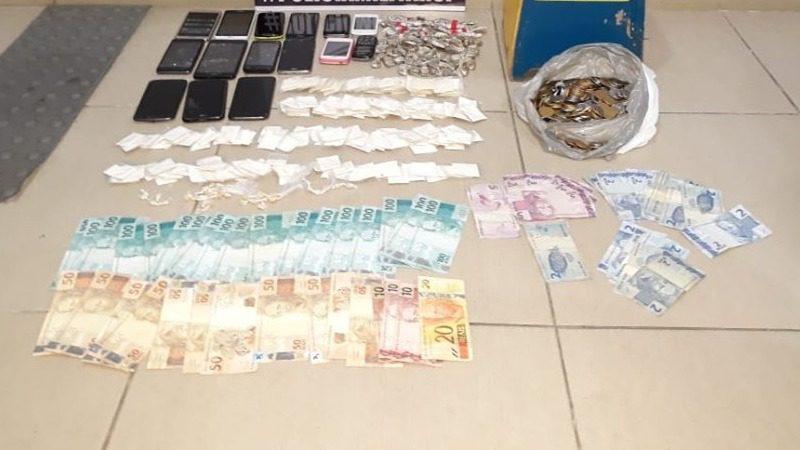 Drogas e dinheiro apreendidos em Cezar de Souza, Mogi das Cruzes