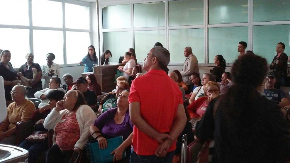 Fila de espera no Hospital Municipal de Mogi das Cruzes