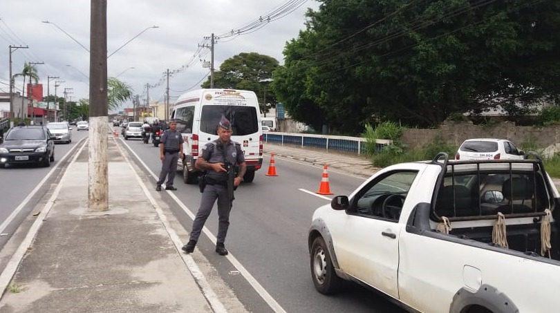 Operação da PM fiscaliza trânsito em Mogi das Cruzes