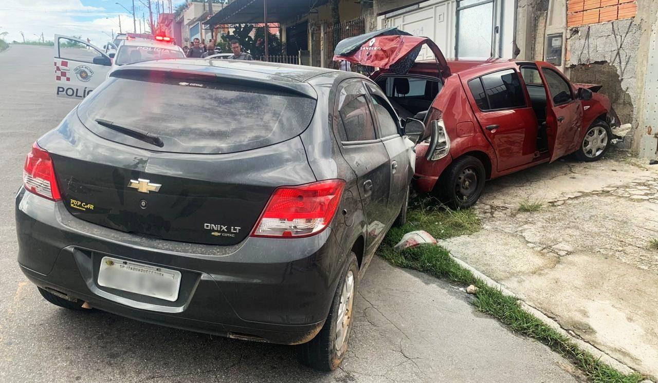 Carro roubado em Suzano