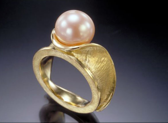 Pearl on a Wave Ring