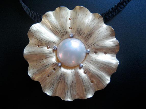 Radiant Jellyfish Pin/Pendant