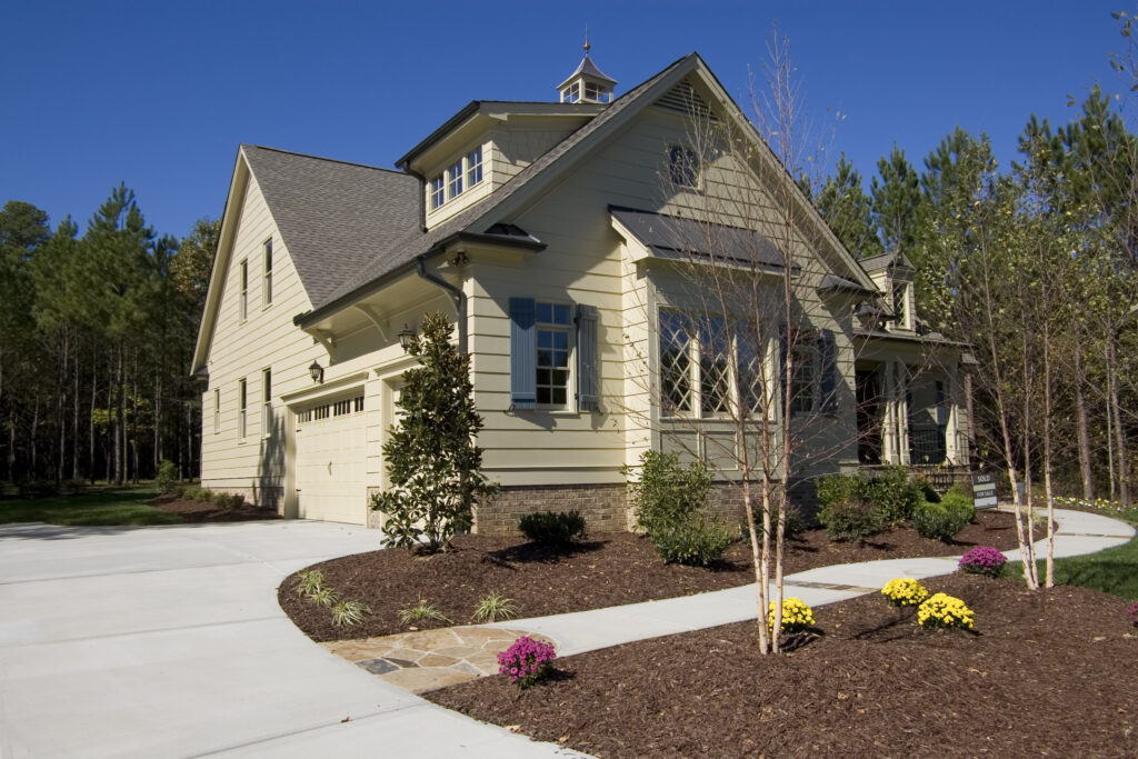 mulch installed on home in minnesota