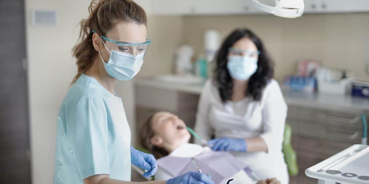Estética Dental para una Sonrisa Perfecta: Elige el Tratamiento Adecuado
