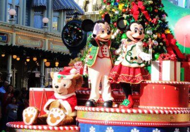 Mickey & Minnie Holiday Float