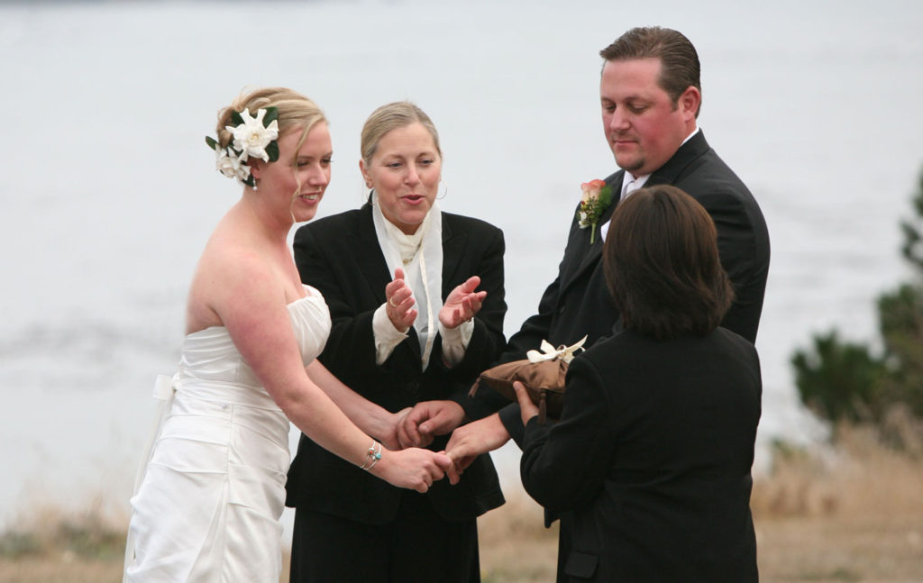 wedding-ceremony-at-warner-point