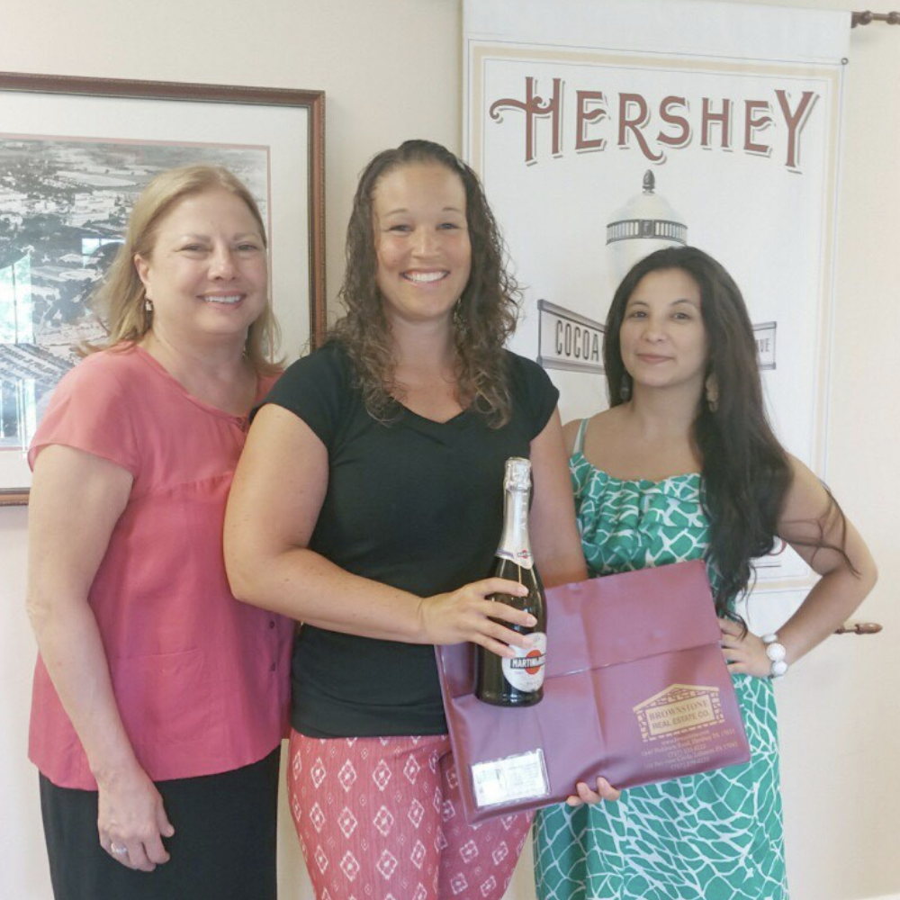 Another happy home buyer closing on their home