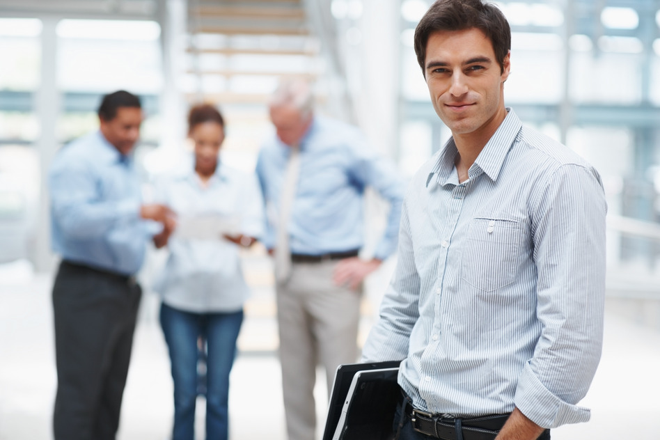 photodune-202599-smart-business-man-with-a-laptop-and-colleagues-at-the-back-s