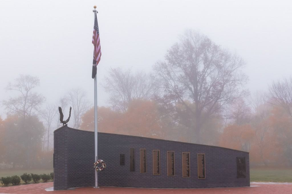 Monument-in-morning-fog-IMG_0645-1024x682