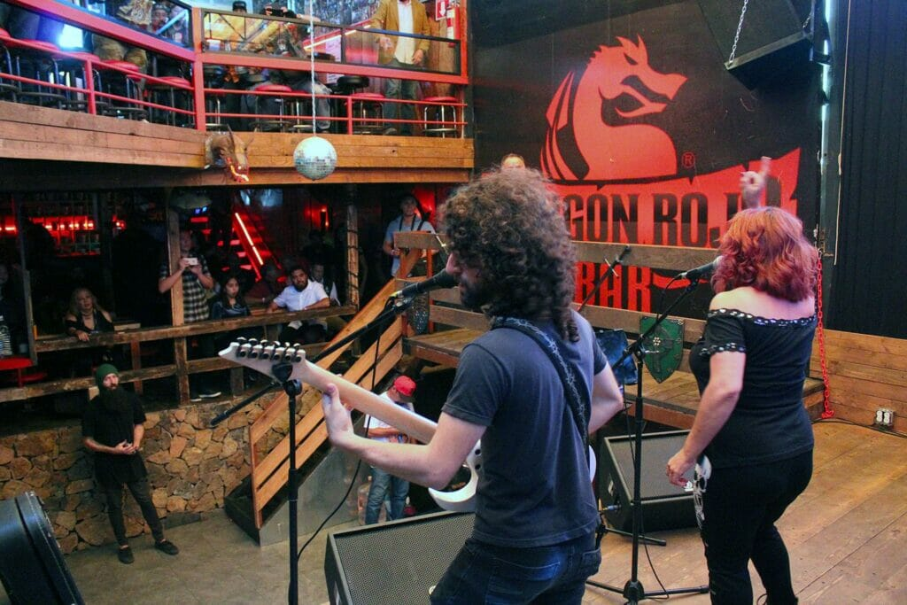 Dragón Rojo Rock Bar