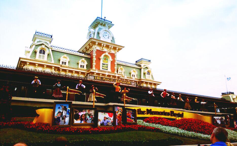 Grand Entrance & Intro show - Disney World