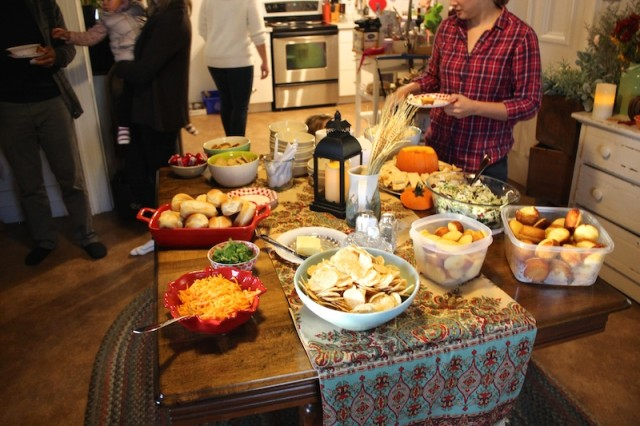 harvest-party-chili-table