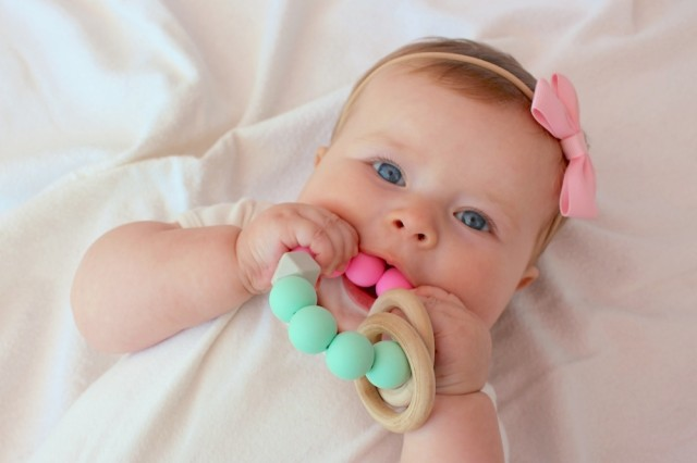 viahand-silicone-teething-ring