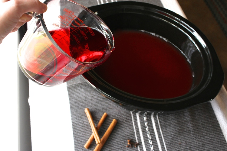 add-cranberry-juice-slow-cooker