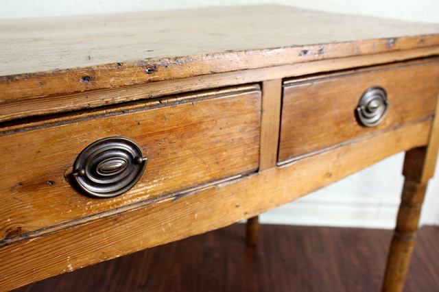 antique-wooden-table-handle