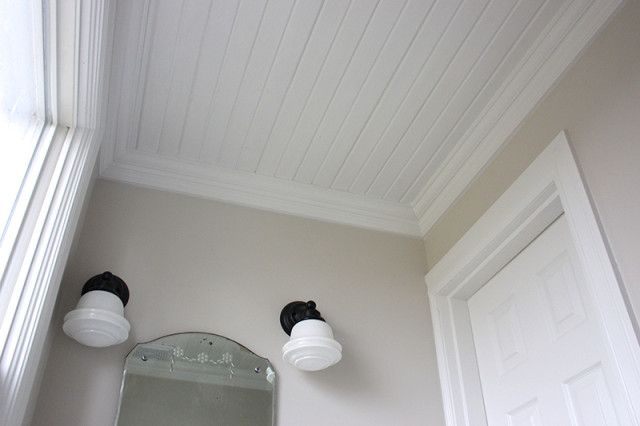 farmhouse-powder-room-ceiling