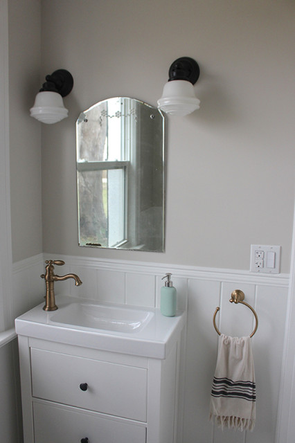farmhouse-powder-room-decor