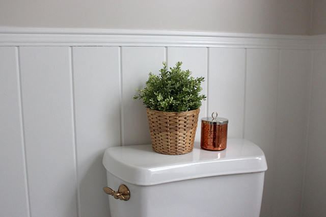 farmhouse-powder-room-metrie-trim