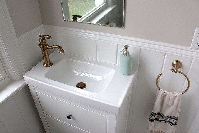 farmhouse-powder-room-vanity