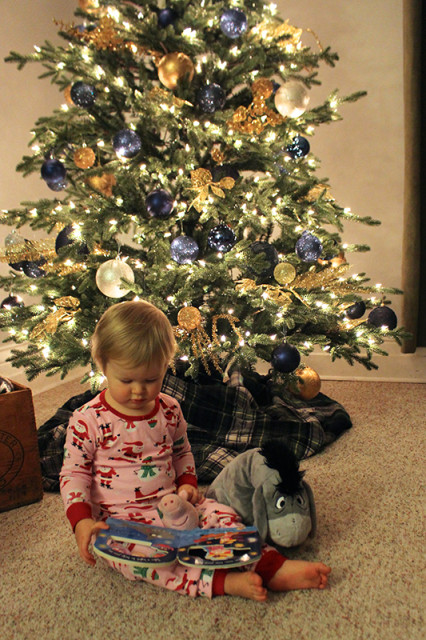 lucy-reading-christmas-tree