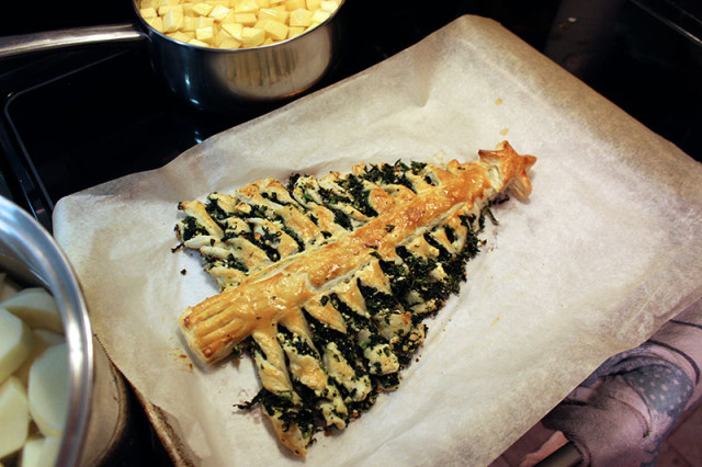 family-christmas-2017-puff-pastry-tree