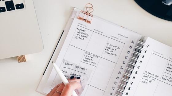 entrepreneur horaire agenda bureau minimaliste