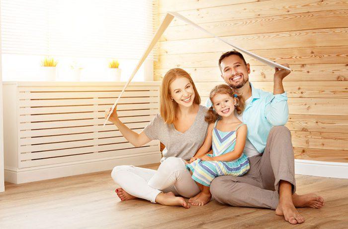 Familia que disfruta de seguro de hogar