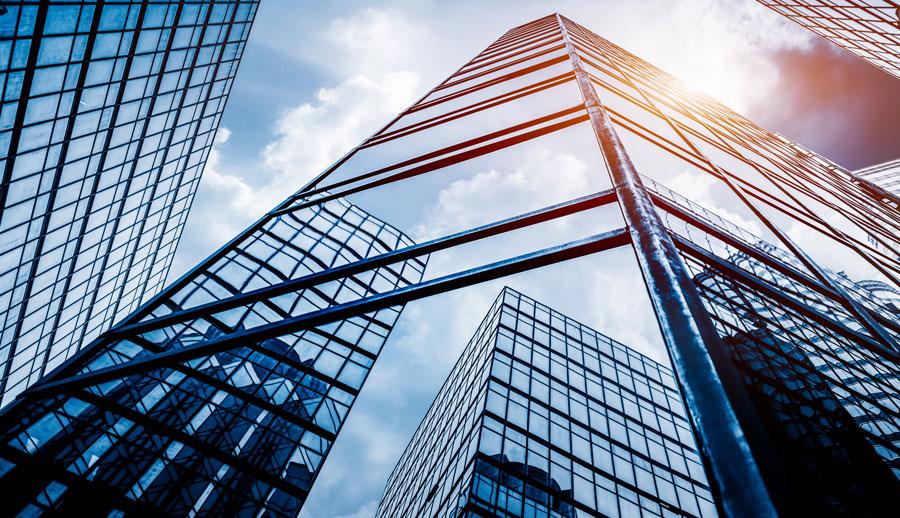 Edificio alto desde abajo servicio corporativo legal