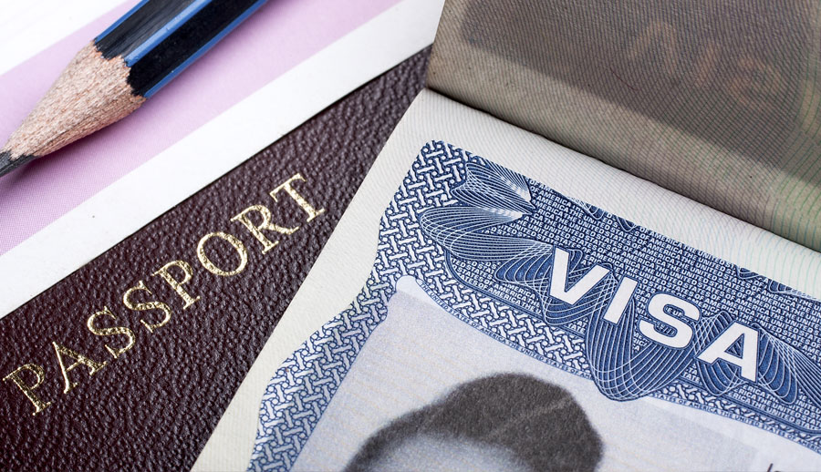 Fotografía de un pasaporte por sercicio legal de visas