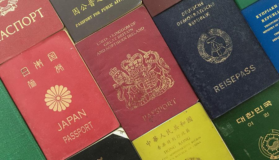 Pasaportes de varios paises Legal