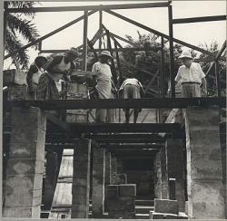 Construcción del hospital en Lambaréné - Gabón. ©Archives Centrales Albert Schweitzer Gunsbach