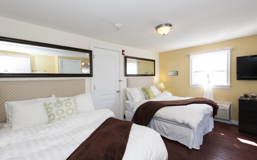Palms Bay Efficiencies, bedroom with 2 full size beds