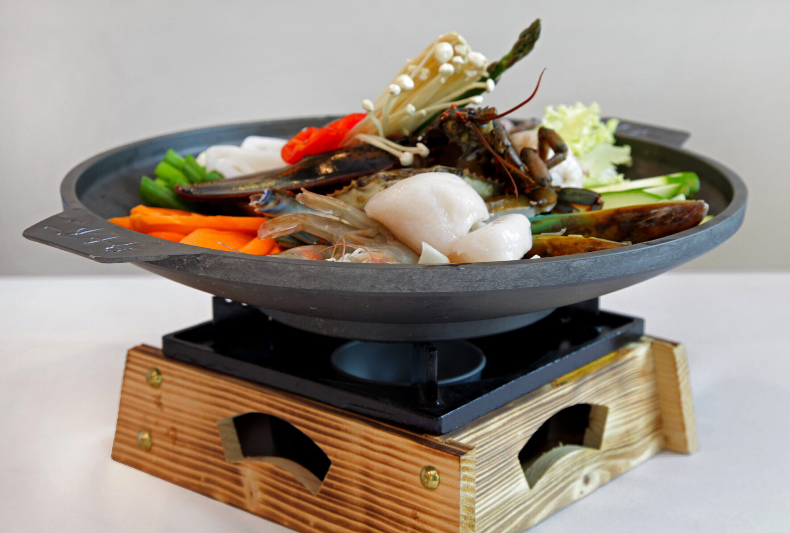 Seafood Gui <br> Marinated seafood grilled and servered on a hot sizzling pan.
