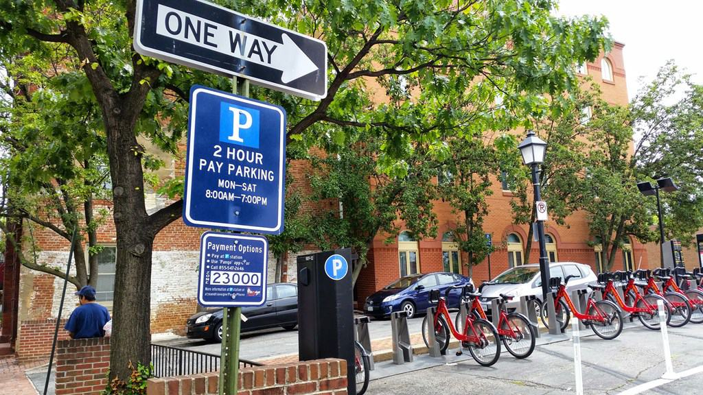 Alexandria,Virginia contains a number of parking locations throughout the area making it convenient to find parking close to your destination. Use our newly updated interactive maps fromParkMe.comto find the most convenient parking for you.