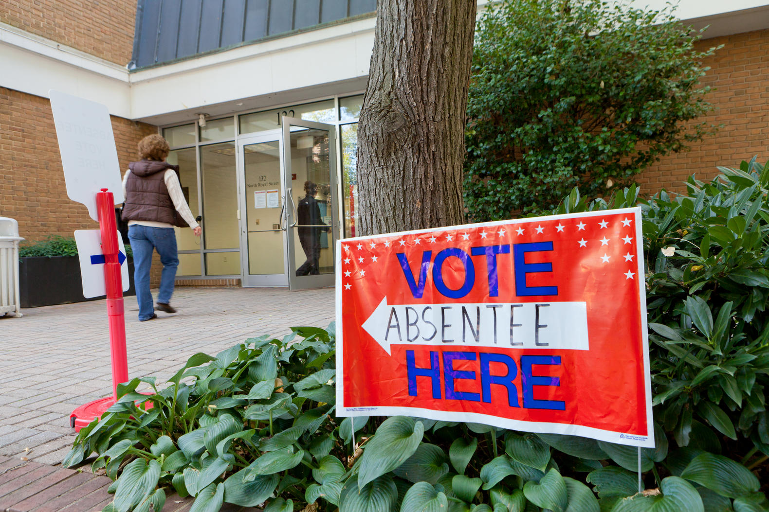 Alexandrians who qualify to vote absentee for the November 6 General Election may cast an absentee ballot in person at the Alexandria Voter Registration Office (132 N. Royal St.).