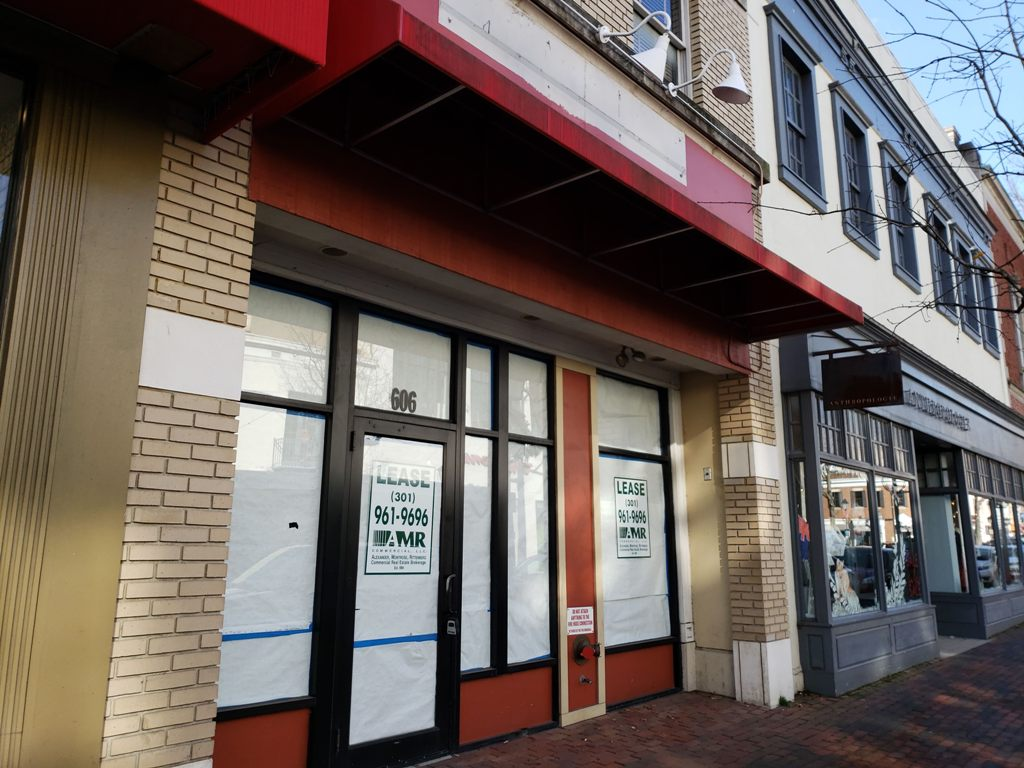 This is a nice spot for lease along the King Street corridor in the heart of Old Town Alexandria, Virginia which previously housed Brueggers Bagels before they closed suddenly in December 2017.
